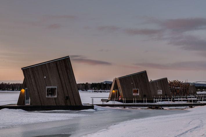 Úszó sarkvidéki fürdő hotel a Lule folyón